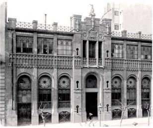 Edifici de l'editorial Montaner i Simó, actualment és l'edifici de la Fundació Tapies